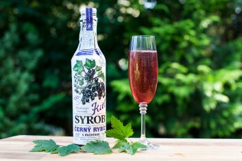 French cocktail Kir Royal